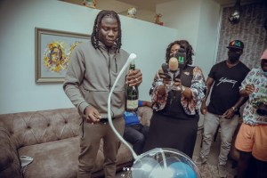 Tecno Mobile Welcomes Stonebwoy Back To Ghana In Grand Style, Renews Contract With The Musician