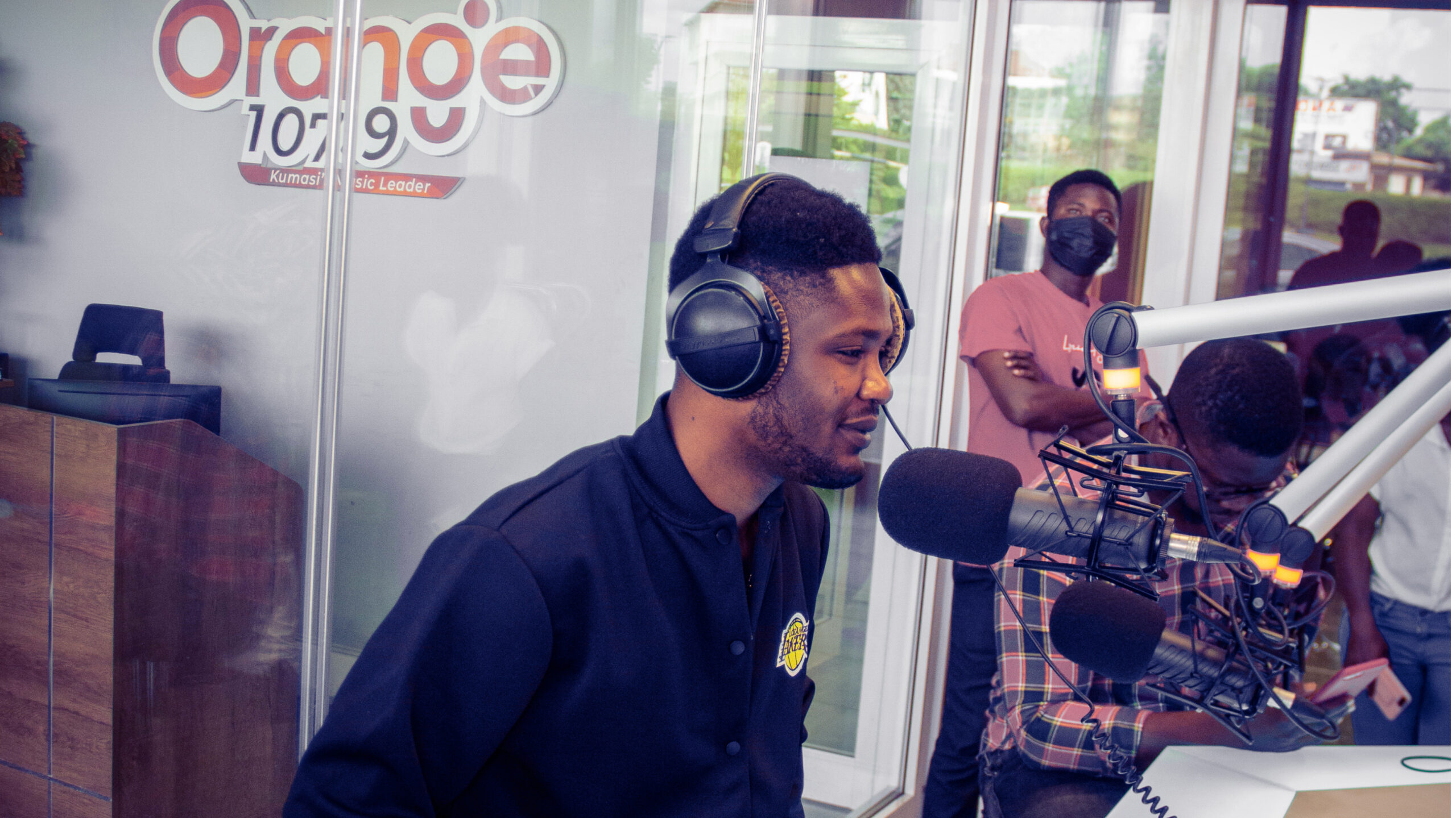 Lyrical Joe Tours The City Of Kumasi To Further His Newest Body of Work 'VIBES'
