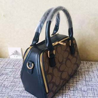 Good quality Women Handbag at a cool price