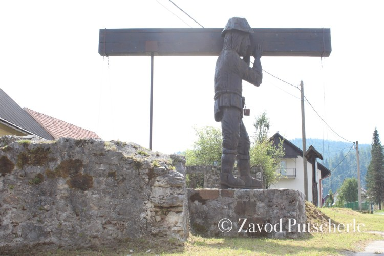 Peter Klepec - statue in Mali Lug