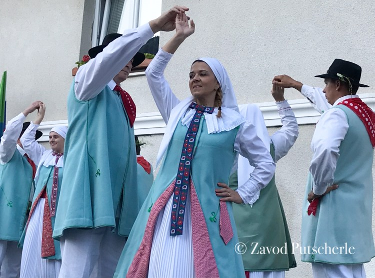 Nastop kočevarske folklorne skupine, Zavod Putscherle