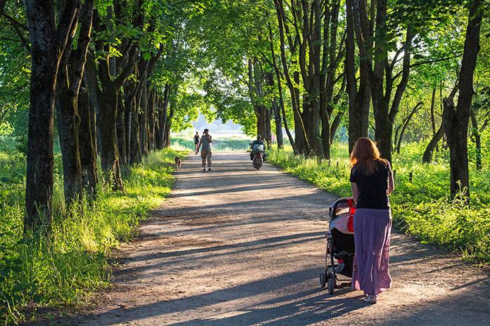 Wózek dziecięcy wielofunkcyjny 2w1 – jakie są jego najważniejsze cechy? Sprawdzamy!