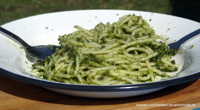 Petersilien-Mandel-Pesto