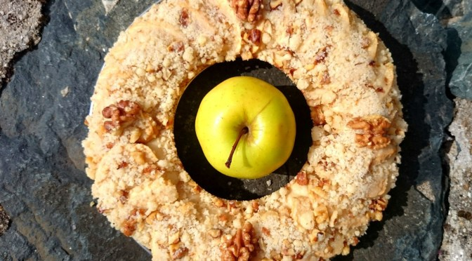 Apfelkuchen mit Walnuss-Knusper-Streuseln aus dem Omnia Camping Backofen