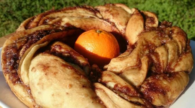 Hefezopf, gefüllt mit Orange und Kakao