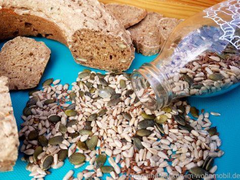 Körnerbrot 5 Minuten Brot aus dem Omnia Camping Backofen