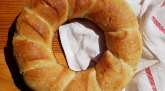 Pan Gallego / Rosca Gallega / Brotkranz aus Galicien, gebacken im Omnia Camping Backofen (World Bread Day 2018)