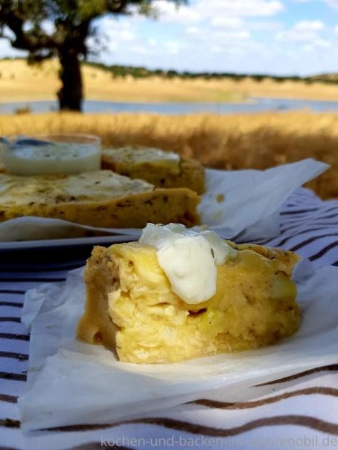 Leichte Campingküche: Zucchinikuchen mit Kräutern