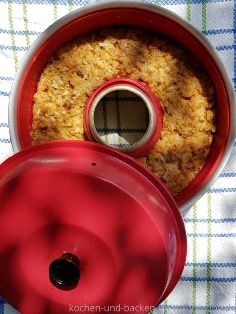 Semmelknödel im Omnia Campingbackofen backen. Rezept von kochen-und-backen-im-wohnmobil.de