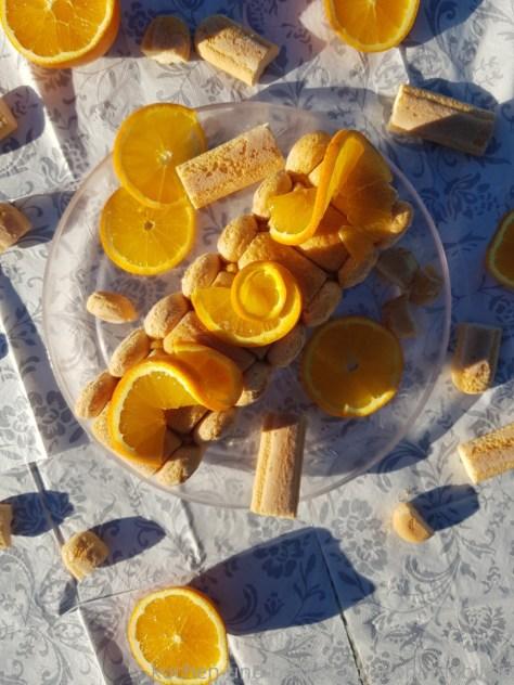 Biskuitkuchen mit Orange und Schokolade. Ohne Backen. Tiramisukuchen