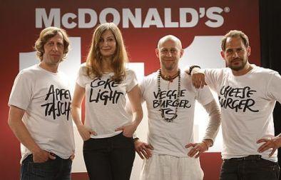 """Oliver Korittke, Alexandra Maria Lara, Jürgen Vogel und Moritz Bleibtreu beim Dreh der McDonald's Kampagne """"1+1"""""""