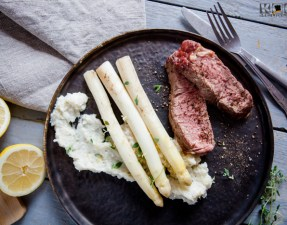 Tomahawk-Steak mit Spargel sousvide - www.kochhelden.tv