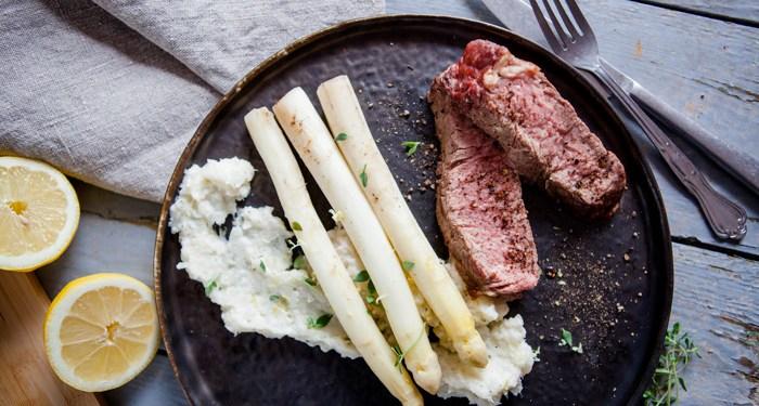 Tomahawk-Steak mit Spargel sousvide - www.kochhelden.tv