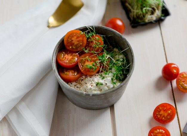 Frühstück - Frischkäse mit Tomate und Kresse - www.kochhelden.tv