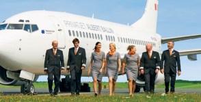 Jede Privatjetreise wird von einem erfahrenen Chefreiseleiter, einem vierköpfigen Serviceteam an Bord des Privatjets, renommierten Experten mit Spezialwissen über das Reisegebiet sowie von einem eigenen Bordarzt begleitet.