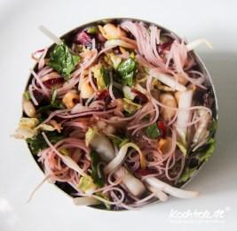 glasnudelsalat-mit-zucchini-nudeln-low-carb-1-9