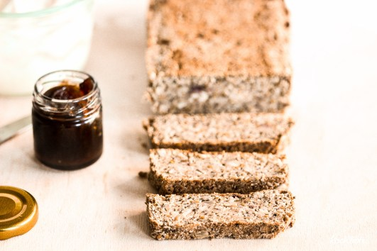 life-changing-bread-low-carb-keine-flocken-glutenfrei-vegan-variables-rezept-kokosmehl-1-6