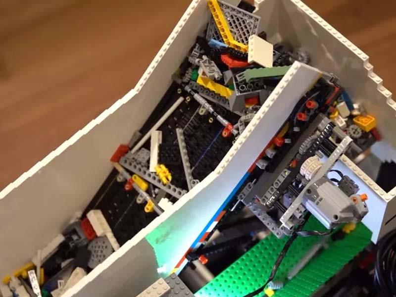 Raspberry Pi Universal Lego Sorter Recognizes Any Brick