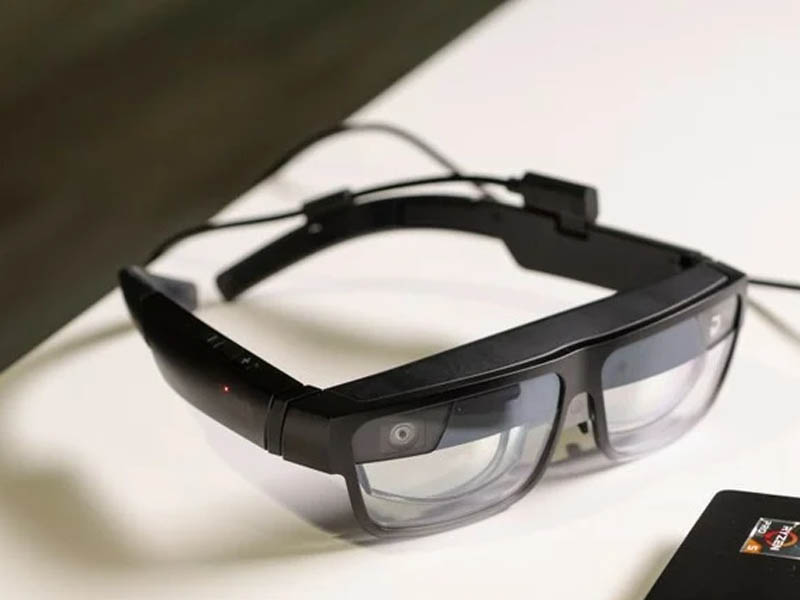 Lenovo reveals smart specs that let you eyeball five virtual displays, with strings attached