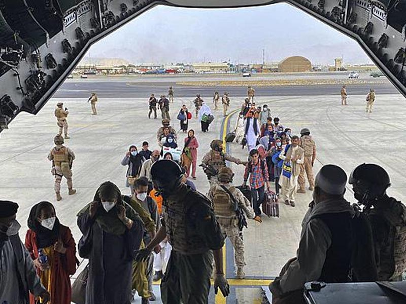 Taliban checkpoints ring Kabul airport as IMF suspends funds to Afghanistan