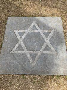 Symbole weisen den Weg zu den einzelnen Religionen, Bild: Uli Kievernagel