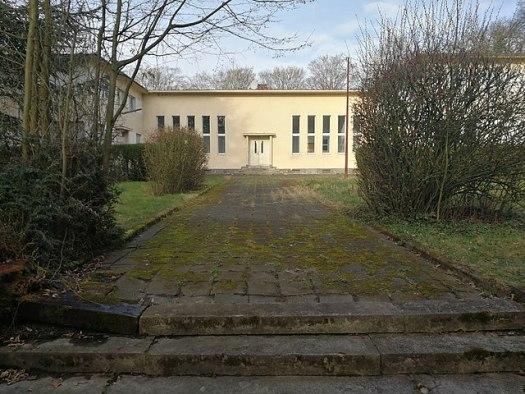 Früher Heimat rauschender Feste, heute ein vernachlässigter Ort, : Das Raderthaler Funkhaus, Bild: Peter Funk