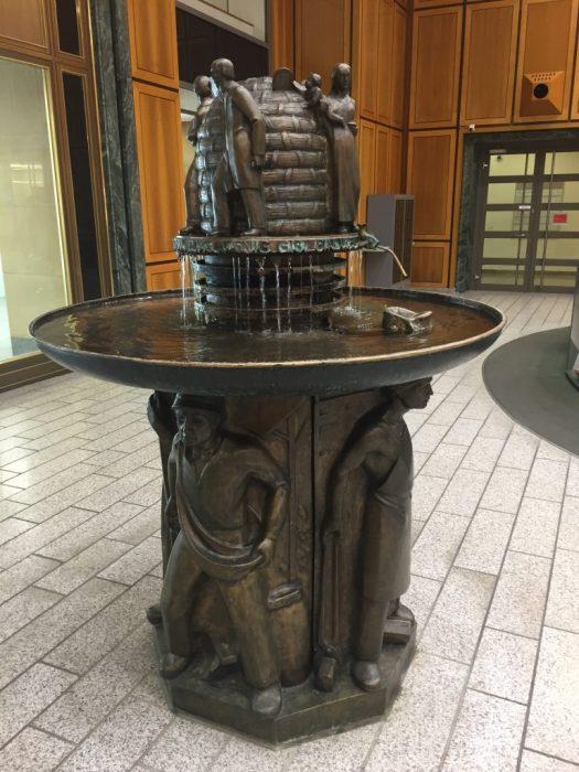 Der Kölnisch-Wasser-Brunnen in der Schalterhalle der Kreissparkasse, Bild: Uli Kievernagel