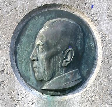 Ostermann-Portrait, Detailansicht des Grabsteins, Bild: Elke Wetzig