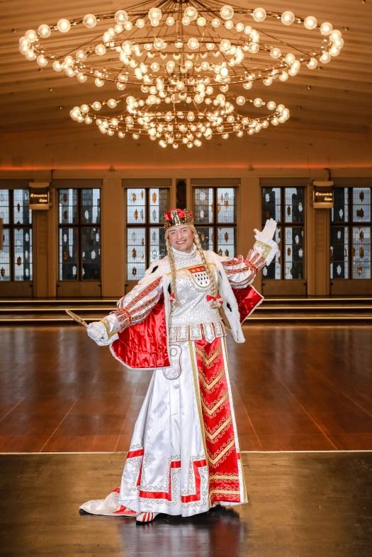 Die Jungfrau im Kölner Dreigestirn. Das Ornat erinnert an Agrippina, Bild: Festkomitee Kölner Karneval/Coelln Coleuer