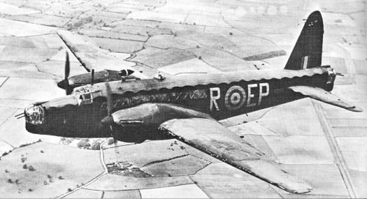 Ein britischer Vickers Wellington Bomber. Dieser Typ war mit mehr als 11.400 Exemplaren der meistgebaute Bomber der Royal Airforce.