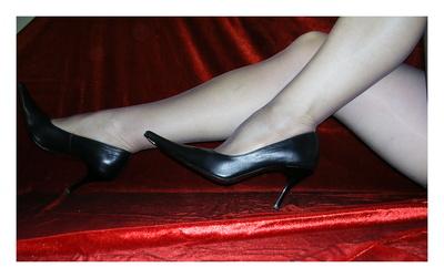 """Der Kölsche spricht von """"Bein bess ahn de Ääd"""" und meint sehr lange, schöne Beine, Bild: Edeltraud Woydeck / pixelio.de"""