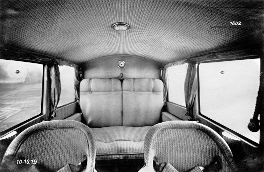 Die Kabine einer Junkers F 13 - ausgestattet mit Korb und Polstersesseln sowie mit Beleuchtung und einer Heizung. Bild: Firmenarchiv Hugo Junkers