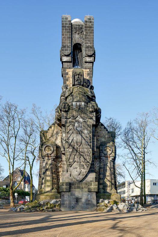 Der Bismarck-Turm am Rheinufer, Bild: CEphoto, Uwe Aranas
