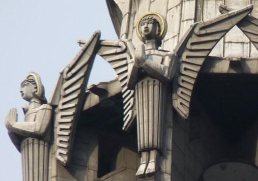 Acht Engel im Art déco Stil prägen den Vierungsturm, Bild: Fritz Jörn, CC BY 3.0