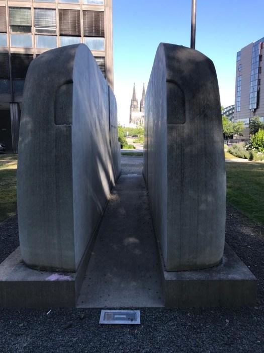 """Das Denkmal der """"Grauen Busse"""", Bild: Uli Kievernagel"""