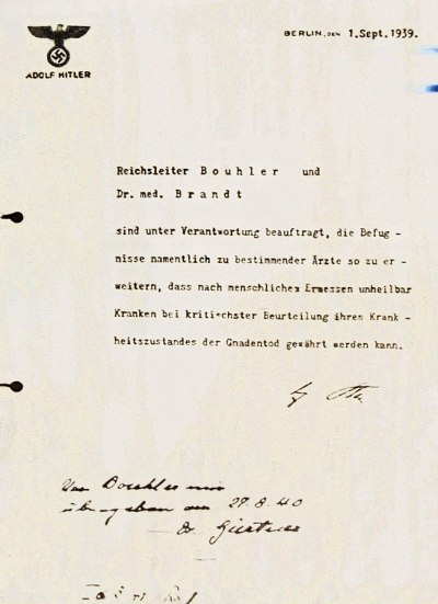 "Per Erlass Hitlers, datiert auf den 1. September 1939, wird der ""Gnadentod"" im NS-Staat legitimiert: Bild: Marcel (Fotograf), via Wikimedia Commons"