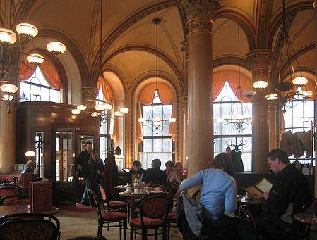 Kaffehaus Wien für Roman Vienna das Buch der Stadt, das bei Holweise liest vorgelesen wird