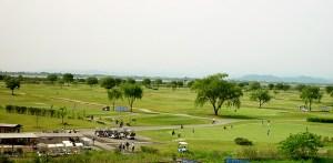 古河ゴルフリンクスゴルフコース土手からの眺め