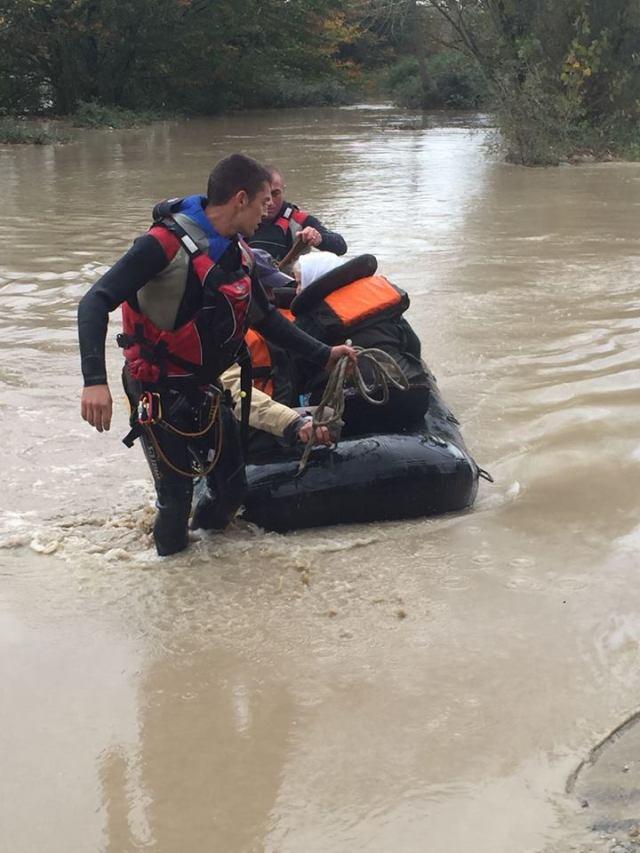 Video nga puna e ushtrisë gjatë përmbytjeve
