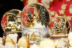 Ervin Perzy e le Snowglobe o Schneekugel o palle con la neve