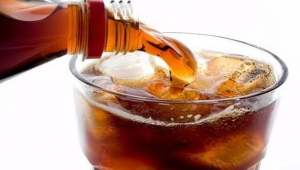 Cervello più piccolo bevendo bibite dolcificate