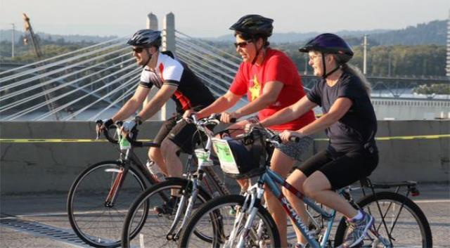 generic bikers tilikum crossing 08072015 web_189583