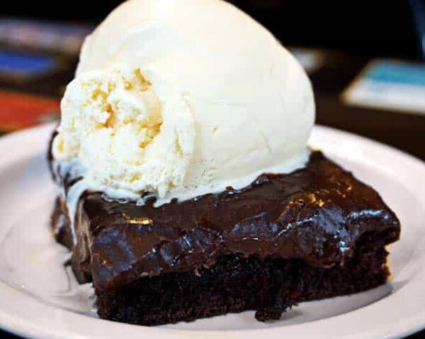 kojaks-house-of-ribs-bbq-desserts-chocolate-cake-001