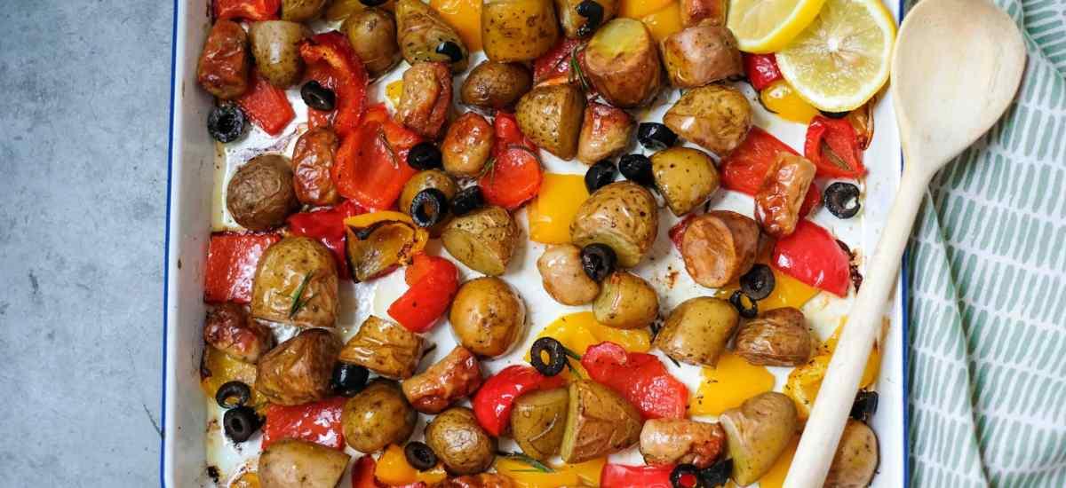 Ovenschotel met aardappel, chipolata & paprika (5 ingrediënten)