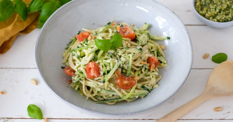 Courgetti met geitenkaas & pesto