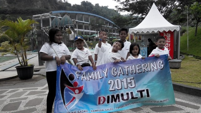 Kontraktor kolam renang Dimulti Pool Family Gathering 2015