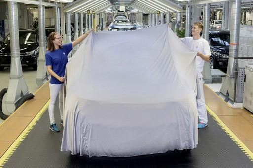 Volkswagen делится первым тизером нового Tiguan