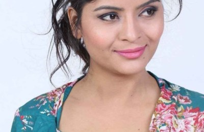 Actress Gehana Vasisth Hot Stills (10)