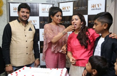 Actress Sakshi Agarwal Inagurates Ace Studioz Salon Spa At Akkarai ECR Images (18)