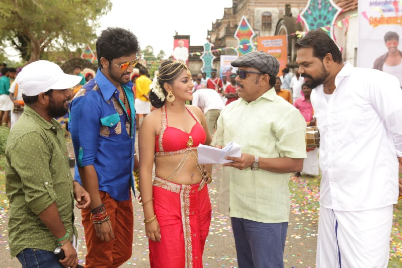 Ulagam Vilaiku Varudhu Movie (11)